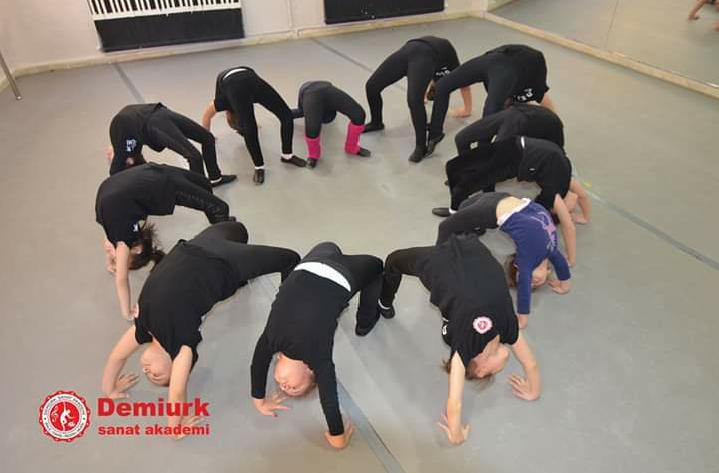 Biraz Vücudunuzu Güçlendirin: Cimnastik Kursları